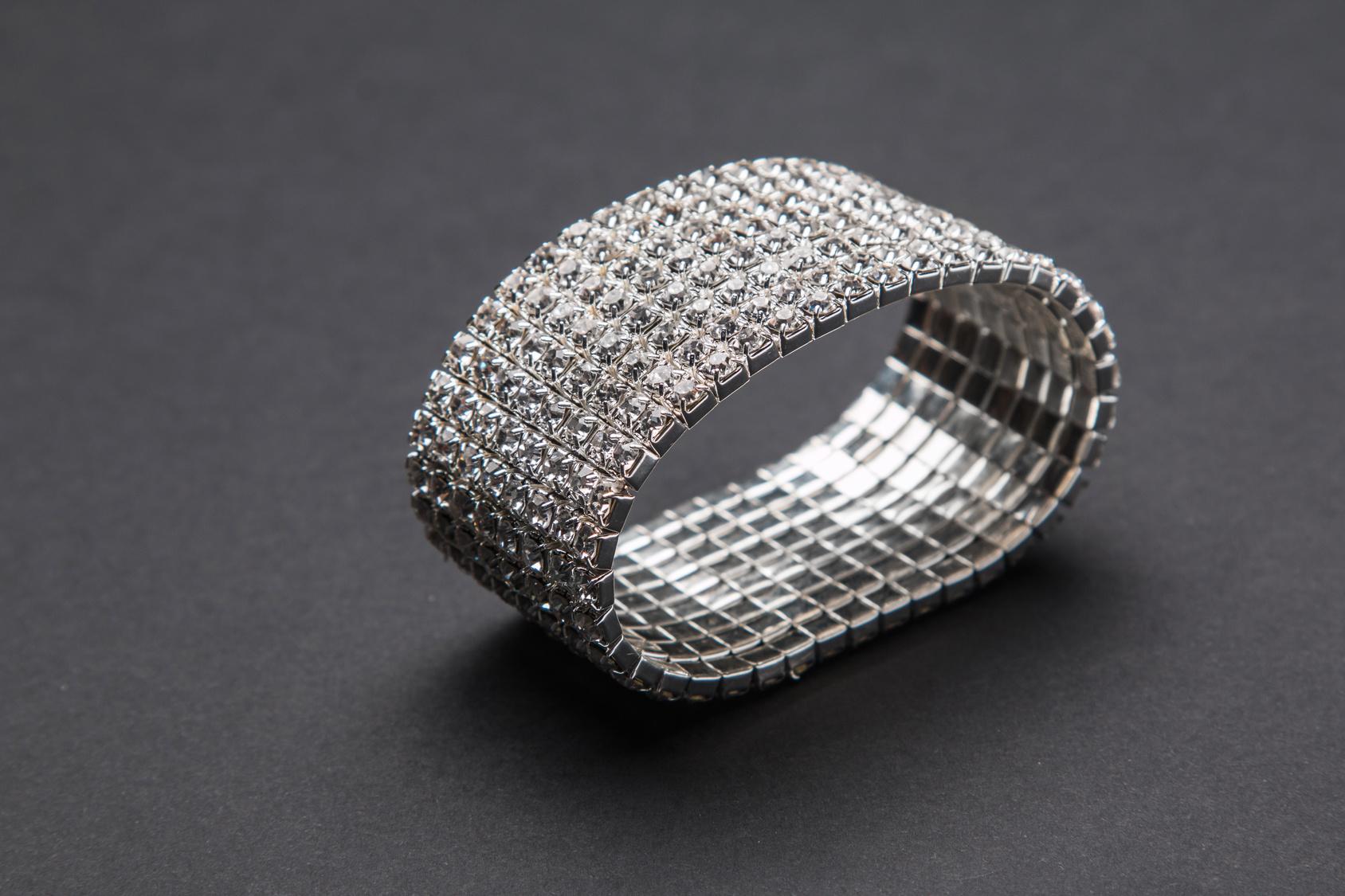 Ponadczasowa srebrna bransoletka dobra na wiele okazji