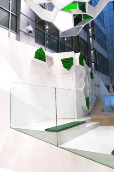 Pomysł na dekoracje biura? Panele z mchu z logo Twojej firmy