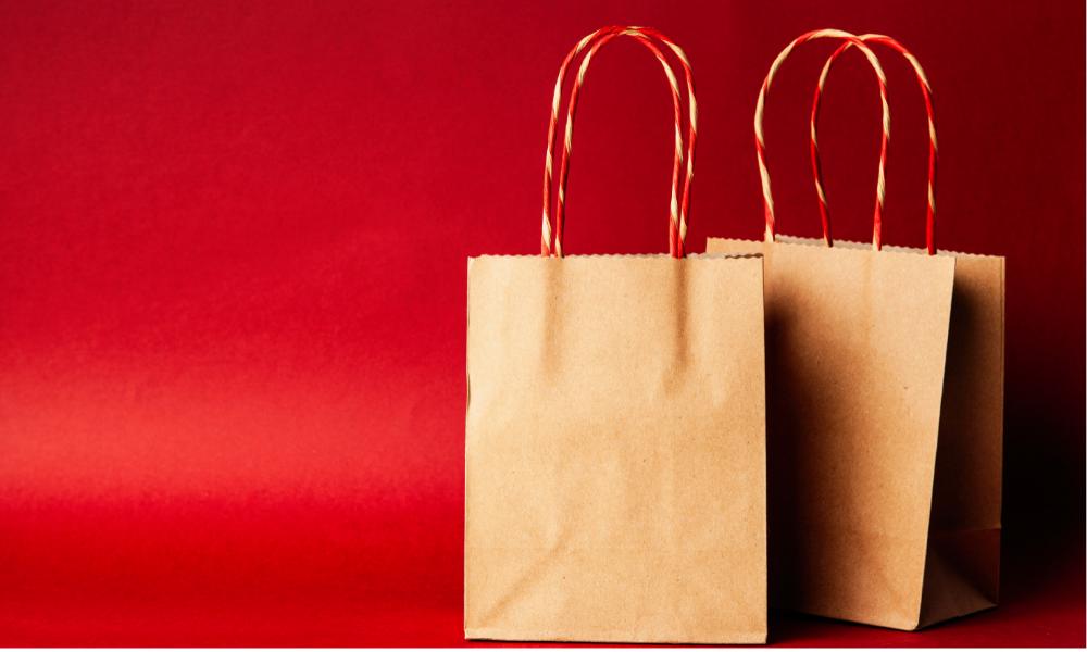 Torebki z szarego papieru – dlaczego są coraz popularniejsze?